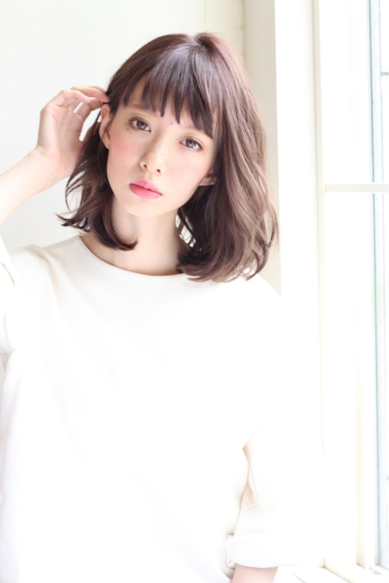 冬 フェミニン ミディアム 前髪あり ヘアスタイルや髪型の写真・画像