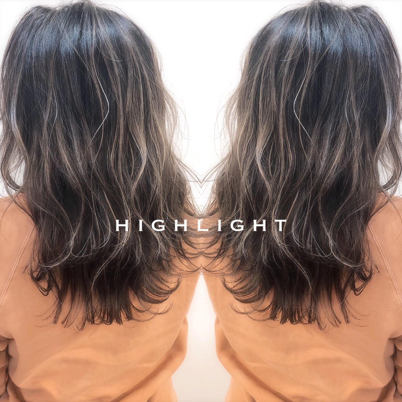 セミロング グレージュ バレイヤージュ 上品 ヘアスタイルや髪型の写真・画像