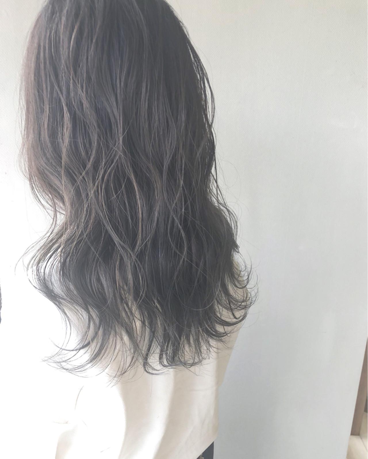 ブリーチなし ウェットヘア セミロング 艶髪 ヘアスタイルや髪型の写真・画像   阿部 純 / Amitie by pretty
