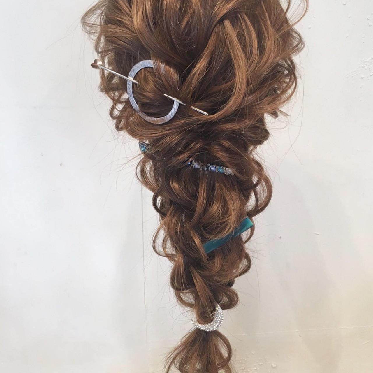 ロング 編み込み 結婚式 パーティ ヘアスタイルや髪型の写真・画像   平川 元気 / MAPUNA