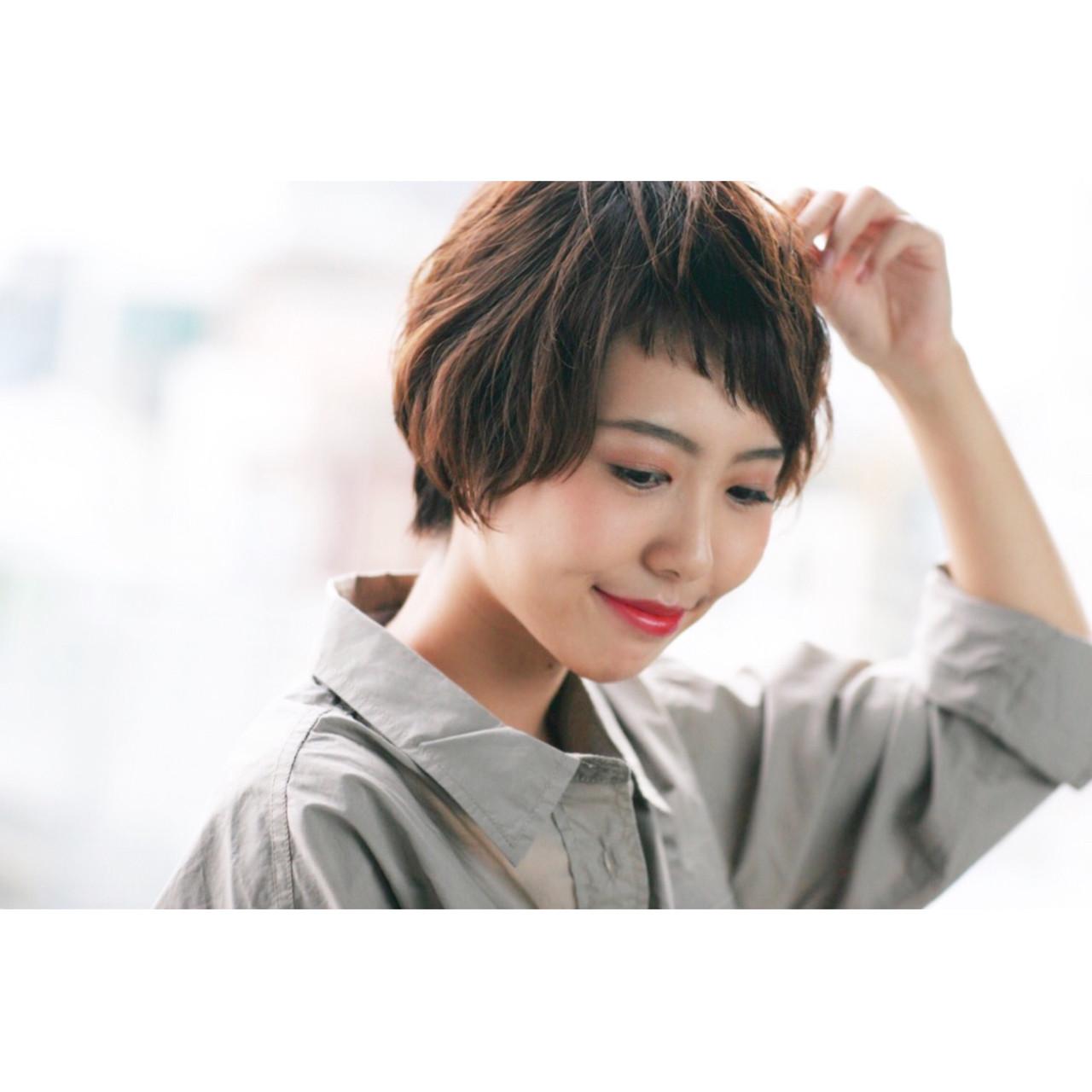 小顔 リラックス アシメバング フェミニン ヘアスタイルや髪型の写真・画像