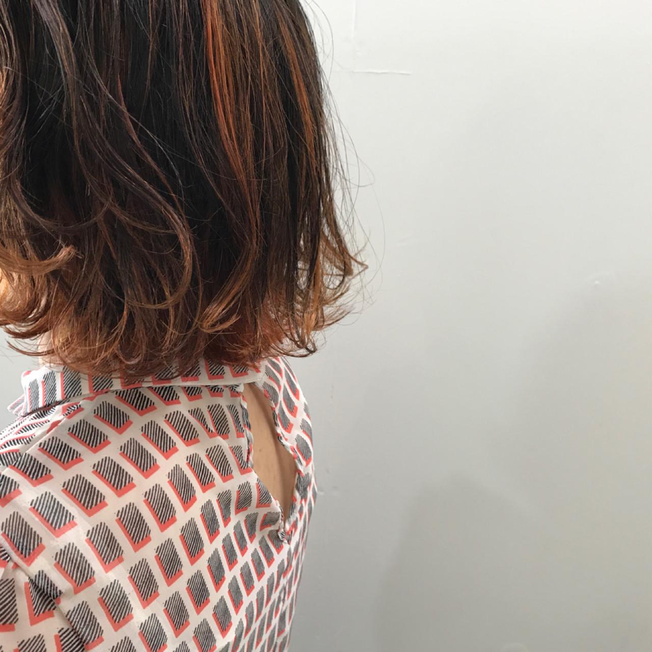 アウトドア ボブ ストリート ダブルカラー ヘアスタイルや髪型の写真・画像