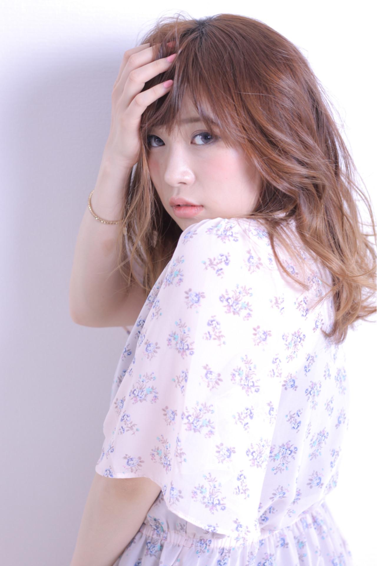 色気 セミロング 斜め前髪 フェミニン ヘアスタイルや髪型の写真・画像