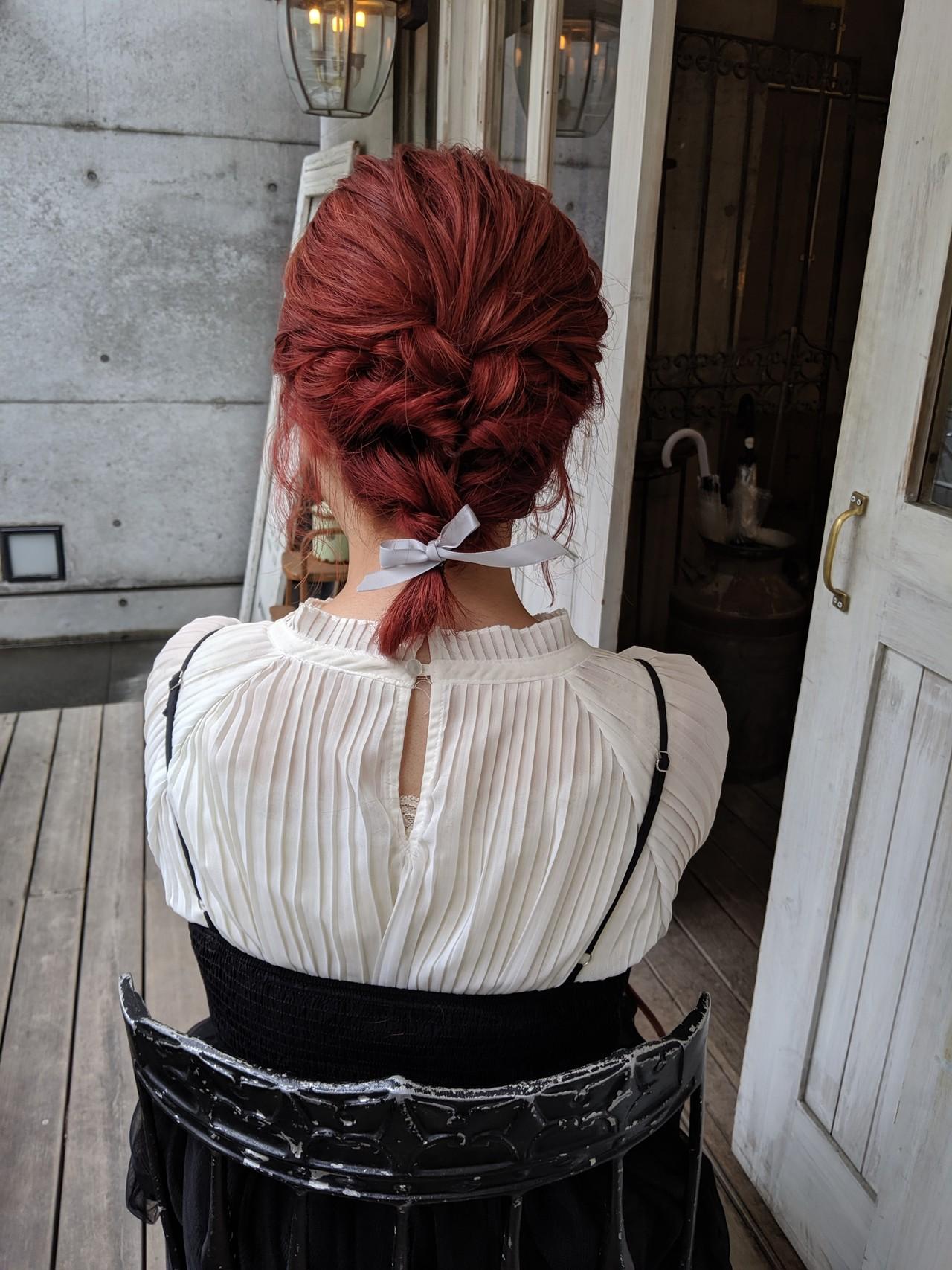 ガーリー チェリーレッド ミディアム ヘアアレンジ ヘアスタイルや髪型の写真・画像
