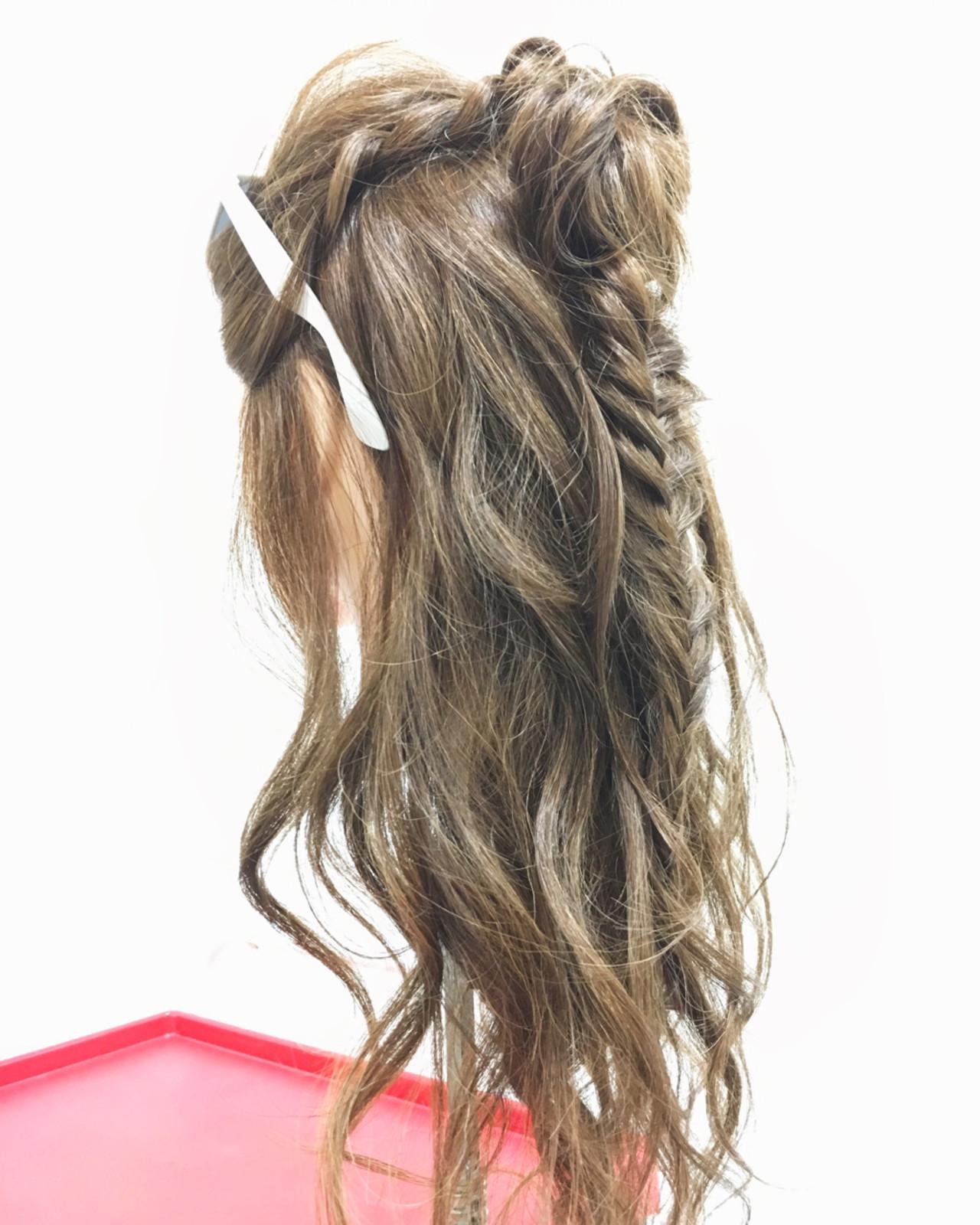 ヘアアレンジ ロング ストリート フィッシュボーン ヘアスタイルや髪型の写真・画像