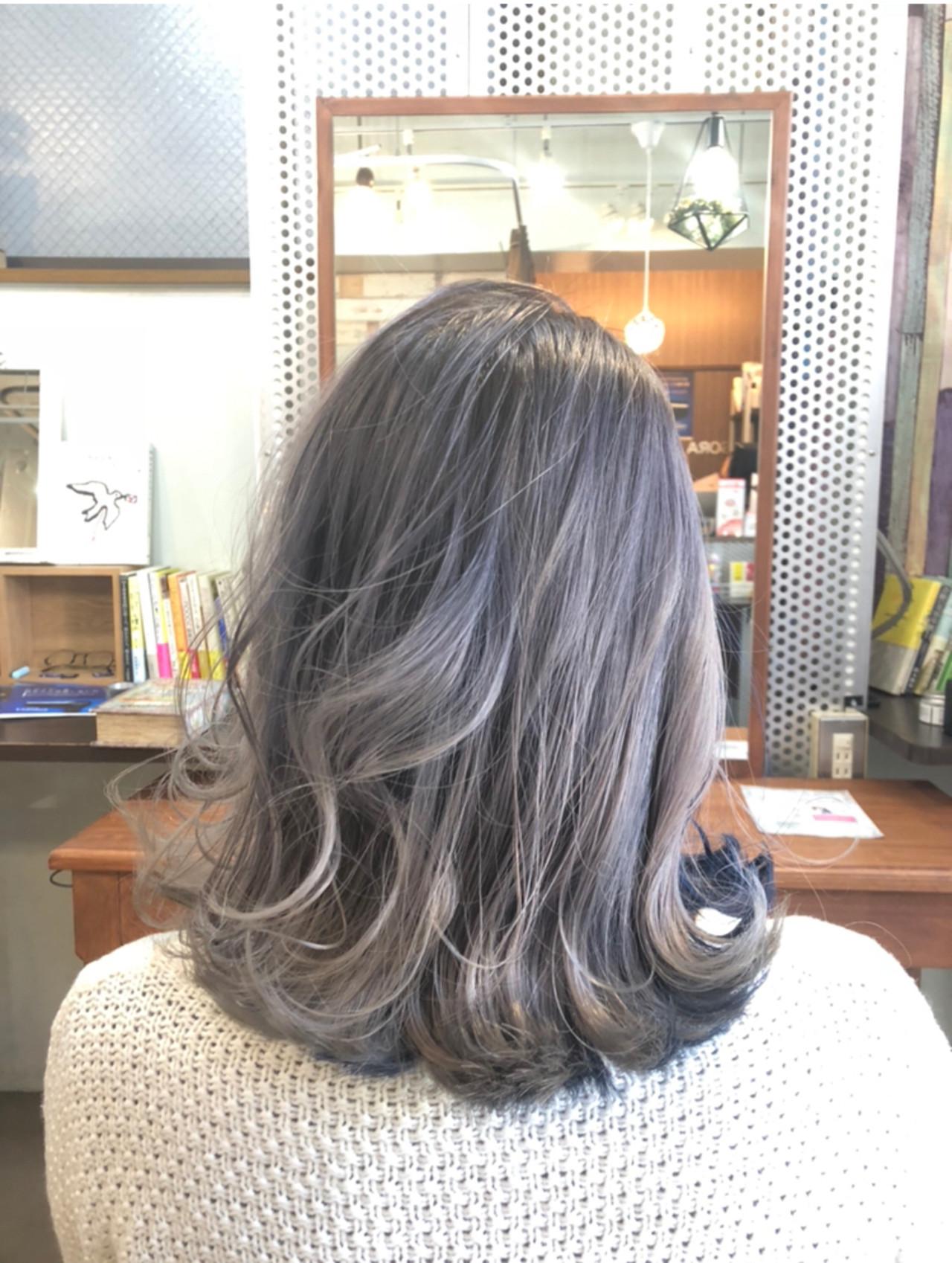グレージュ 透明感カラー フェミニン インナーカラー ヘアスタイルや髪型の写真・画像