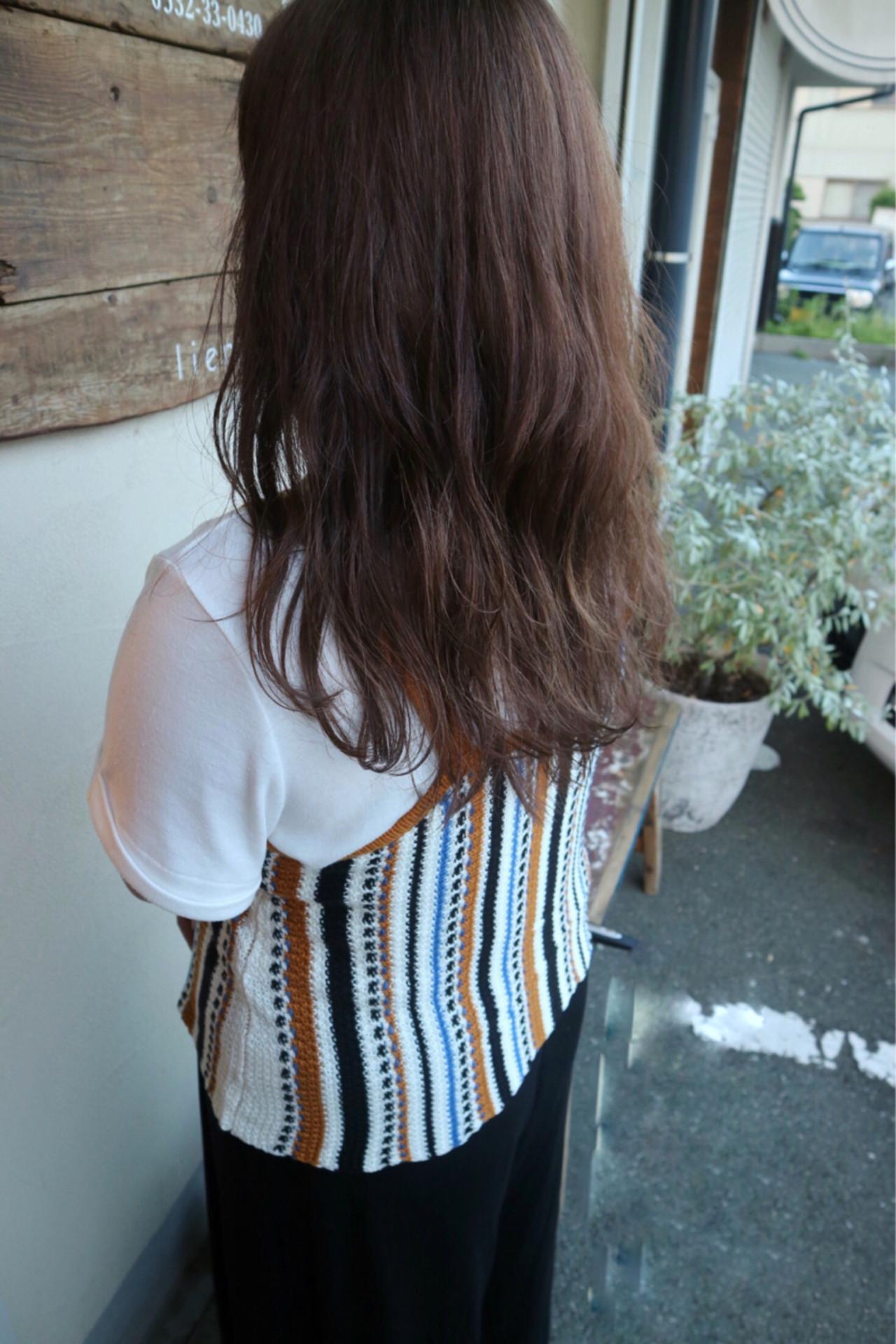 リラックス アンニュイ ハイトーン ロング ヘアスタイルや髪型の写真・画像