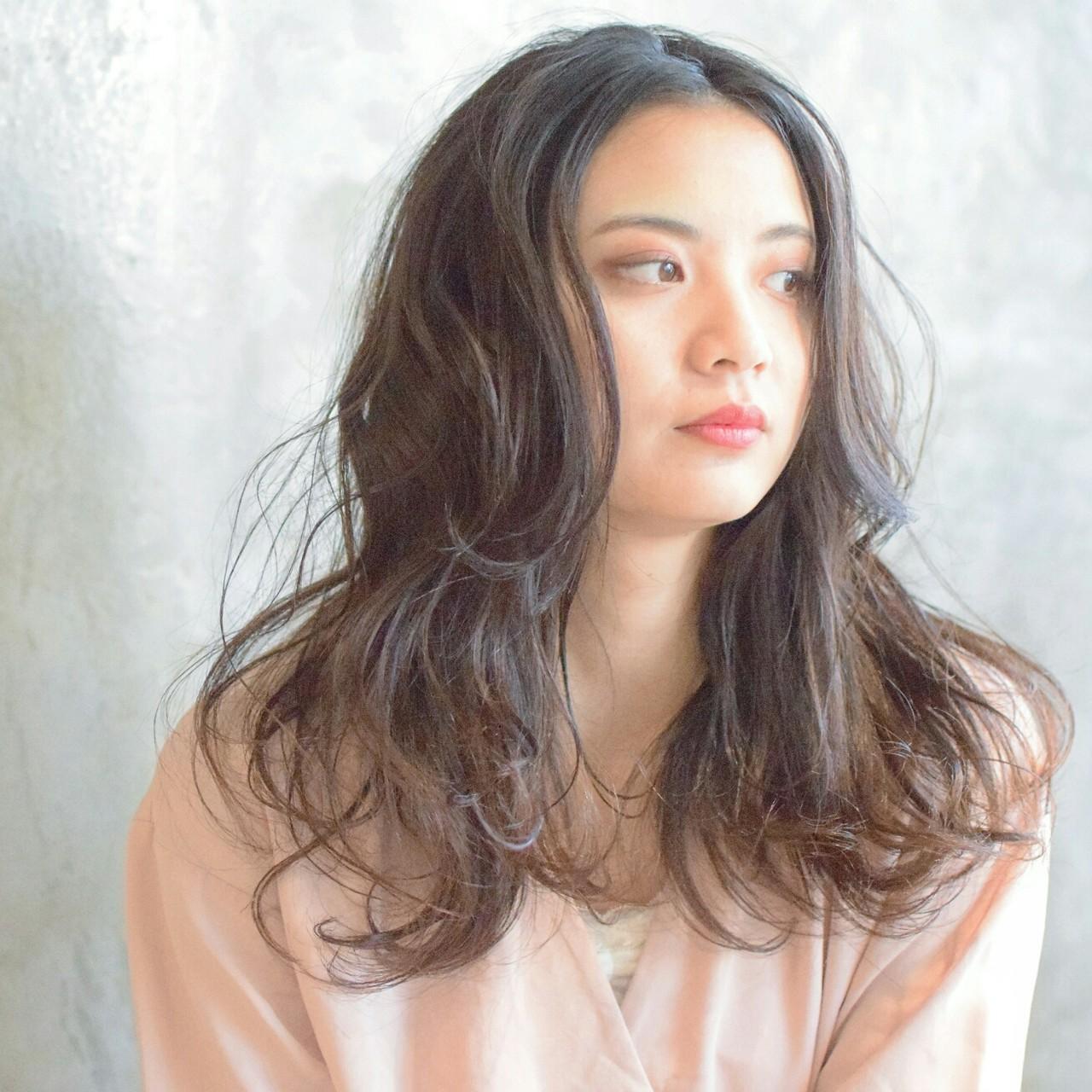 センターパート パーマ 大人かわいい ゆるふわ ヘアスタイルや髪型の写真・画像 | 鈴木晶子 / arc ginza