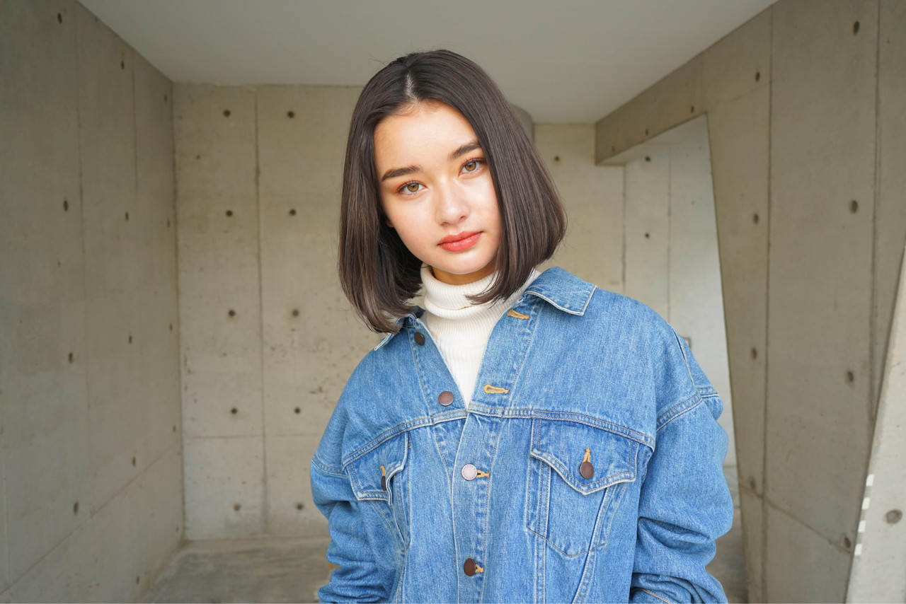 前下がりヘア ナチュラル アンニュイほつれヘア 簡単ヘアアレンジ ヘアスタイルや髪型の写真・画像