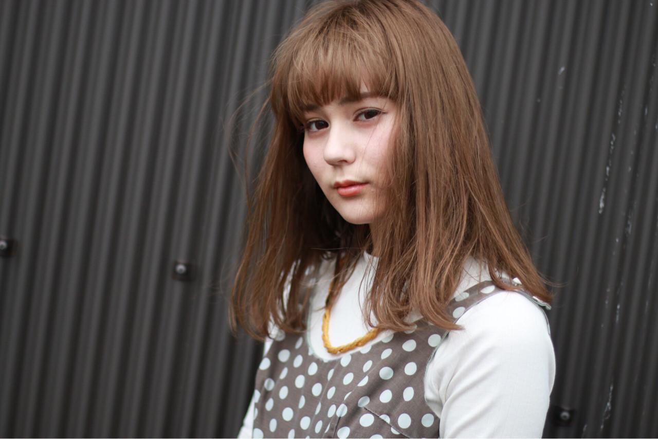 ダブルカラー 前髪あり ハイトーン ミルクティー ヘアスタイルや髪型の写真・画像