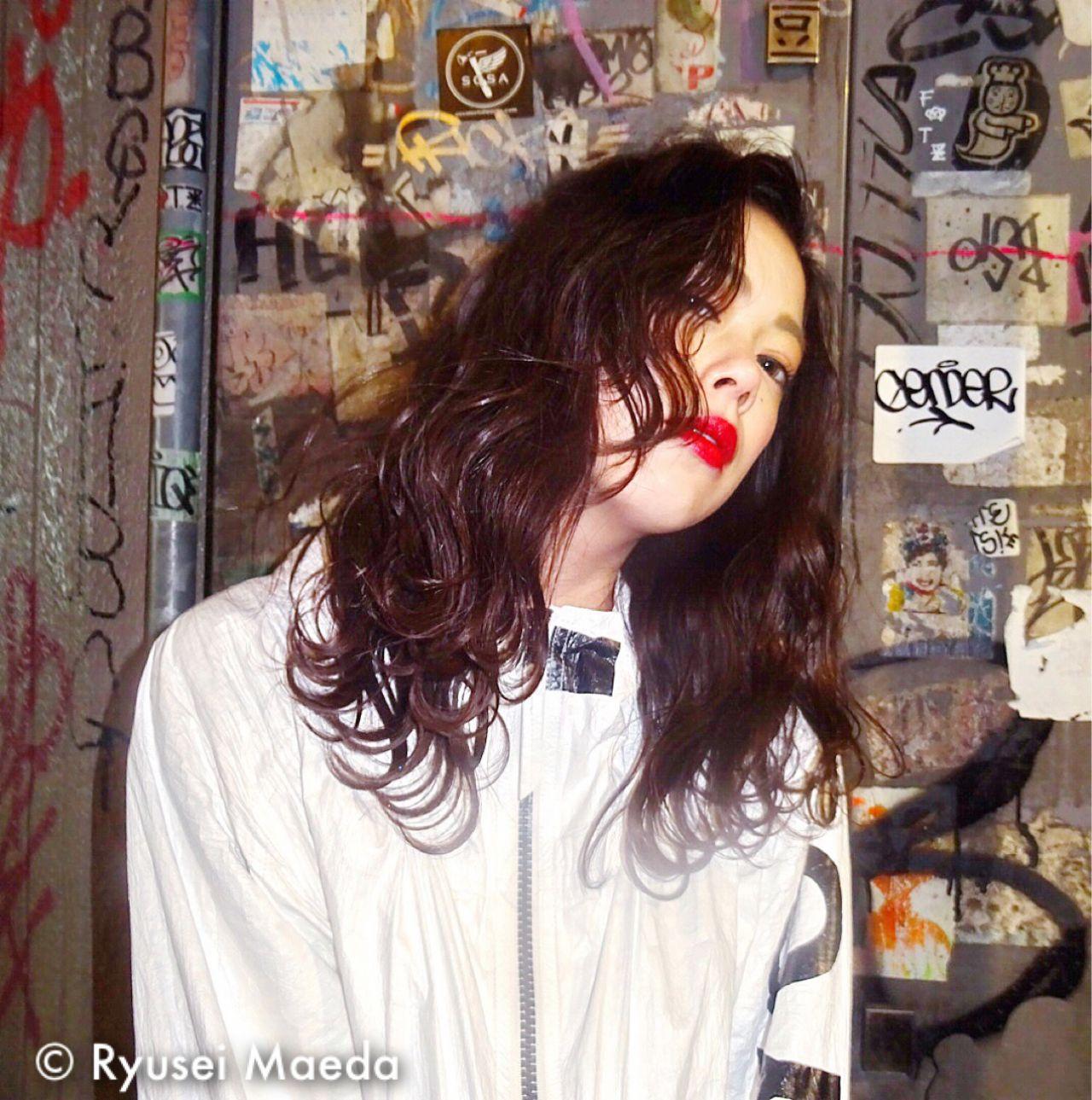 ストリート ミディアム ウェットヘア ウェーブ ヘアスタイルや髪型の写真・画像