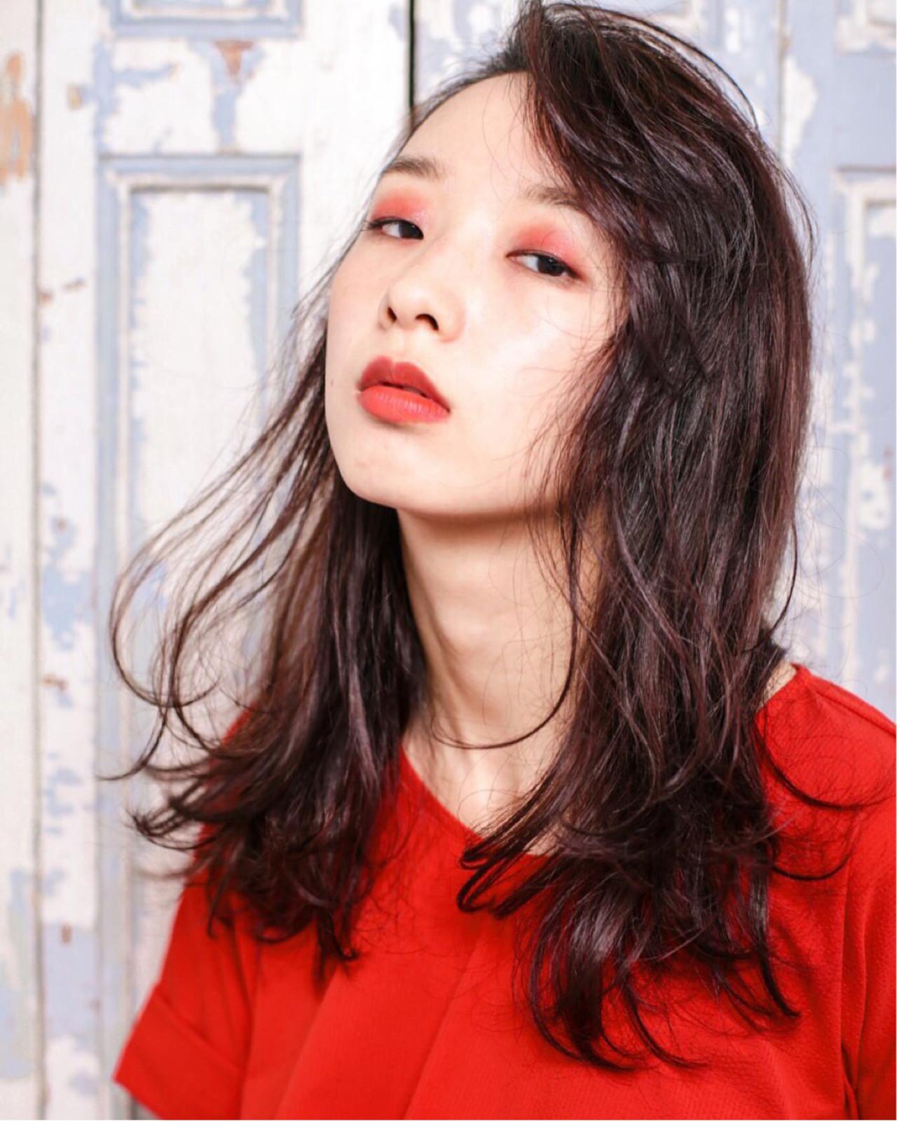セミロング パーマ 外国人風 黒髪 ヘアスタイルや髪型の写真・画像