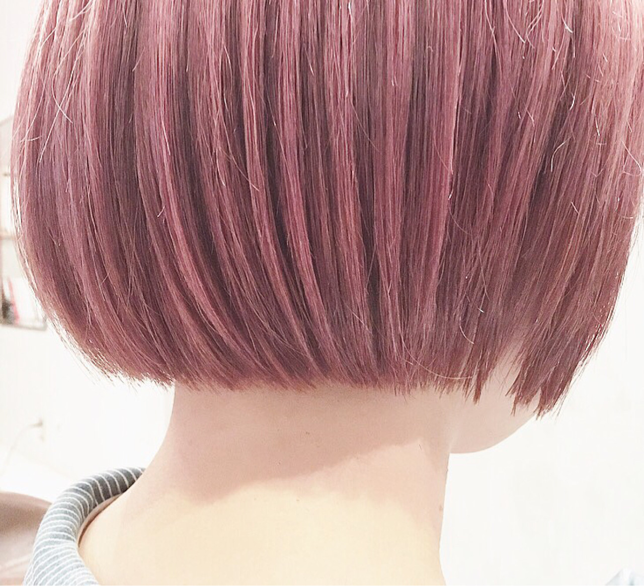 ブリーチ後にピンクバイオレットを。ダブルカラーだと発色と透明感が増します。