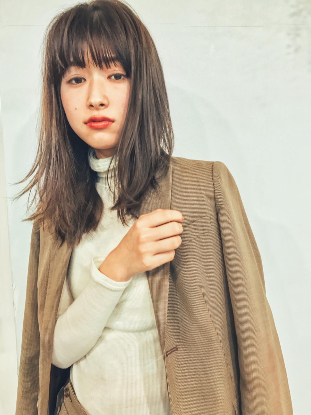 フェミニン レイヤーカット ミディアム オフィス ヘアスタイルや髪型の写真・画像