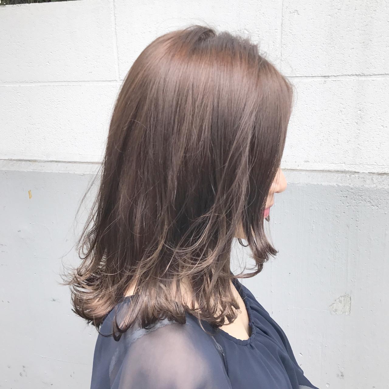 オフィス ミルクティー ボブ アッシュ ヘアスタイルや髪型の写真・画像