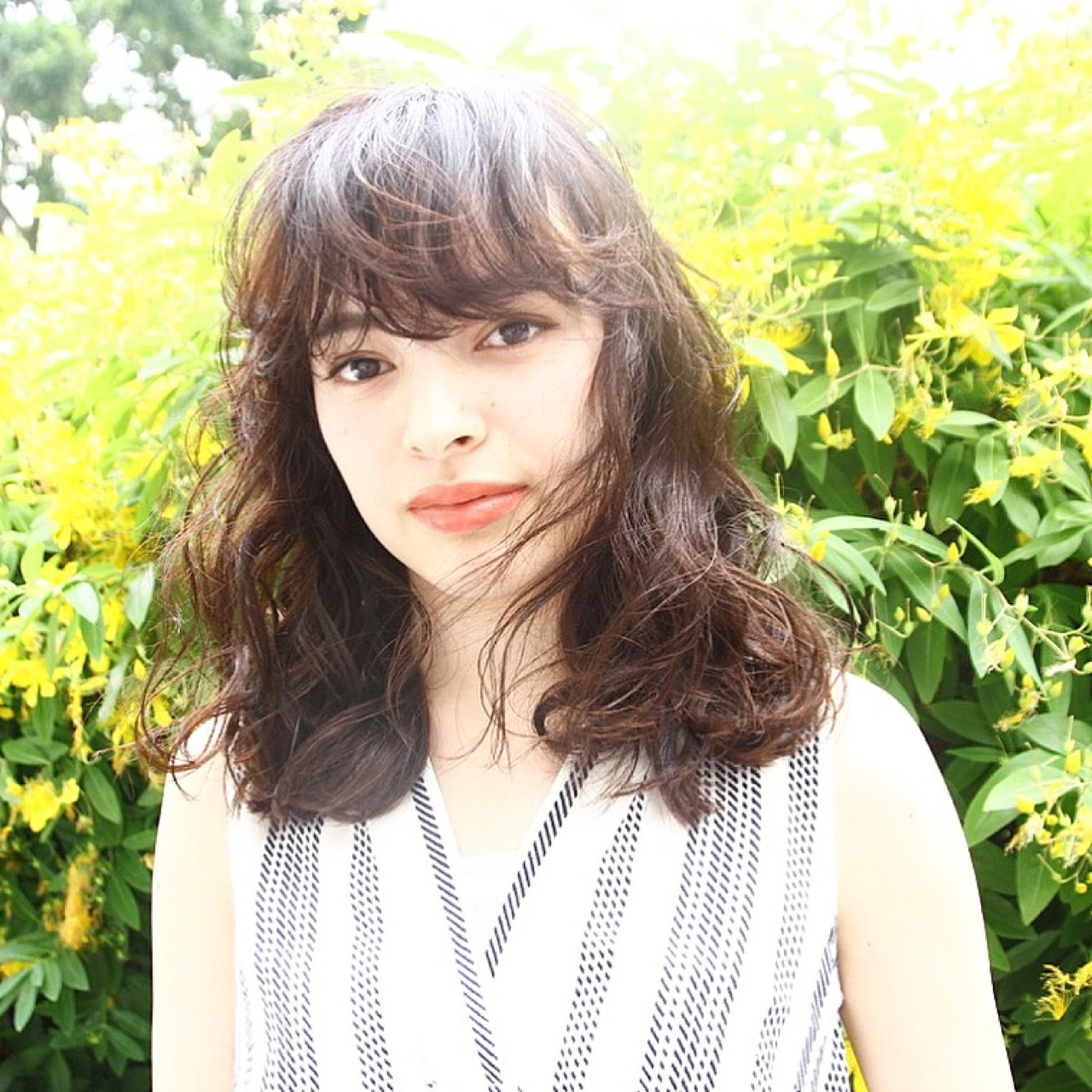 女子会 ウェーブ ミディアム ナチュラル ヘアスタイルや髪型の写真・画像