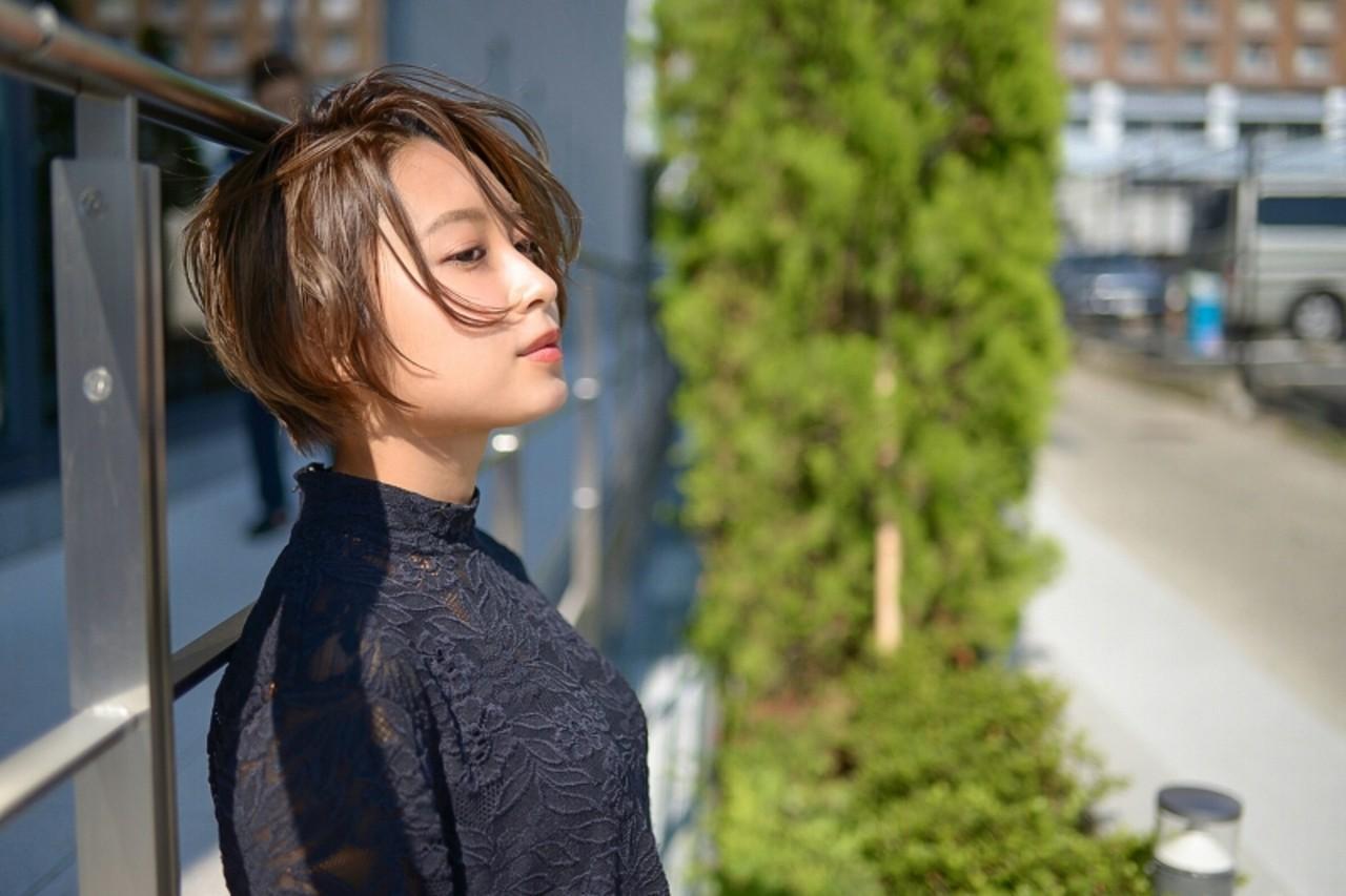グレージュ 前髪あり ショート 秋 ヘアスタイルや髪型の写真・画像