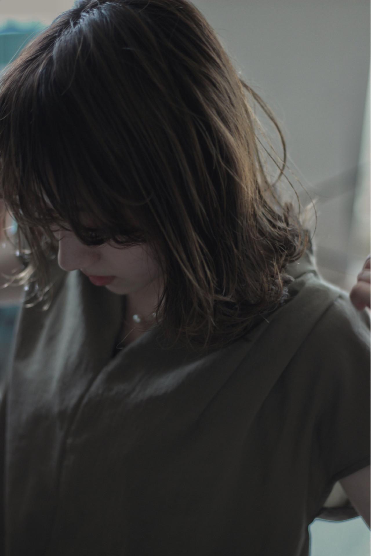 ミディアム オフィス 秋 ナチュラル ヘアスタイルや髪型の写真・画像 | 馬渡 次郎 / corsair