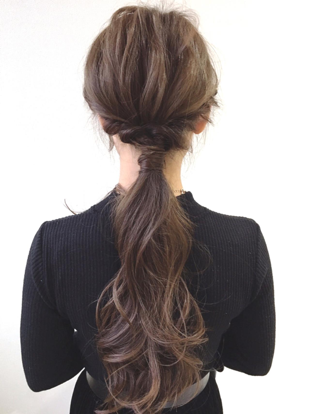 ロング ポニーテール ナチュラル ローポニーテール ヘアスタイルや髪型の写真・画像