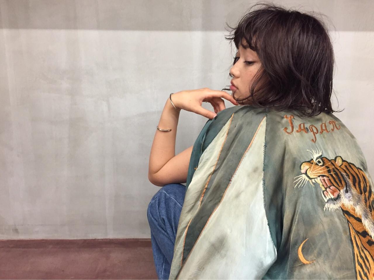 暗髪 ボブ ストリート 外国人風 ヘアスタイルや髪型の写真・画像 | airi ourasaka /