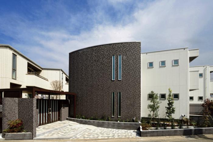 曲面外壁デザイン、自由度の高さで一歩先ゆく都市型賃貸1