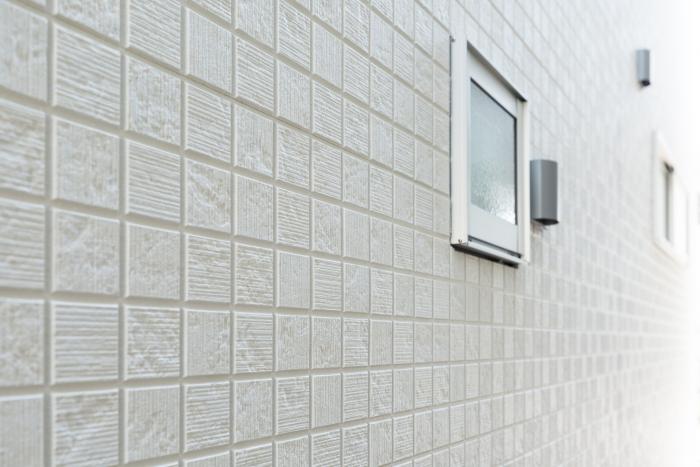 外壁の劣化と剥落事故を防ぐ「ボンドアクアバインド工法」1