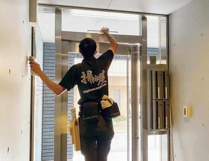 住環境の整備で退去抑制! ルミナスの「管理人サービス付き定期清掃」2