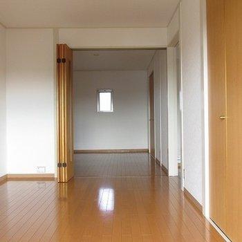 寝室と手前の部屋でかなりの広さがあります。