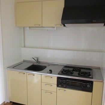 キッチンはガスコンロ3口