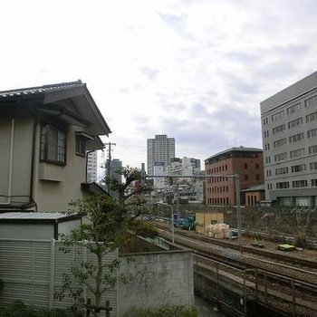 電車が見えます。