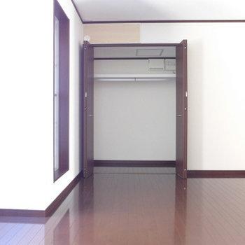 3階の9帖のお部屋にクローゼットあり。