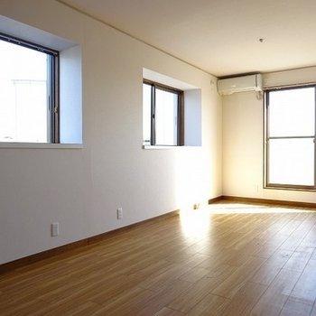11帖ある2階のお部屋。バルコニーついてます