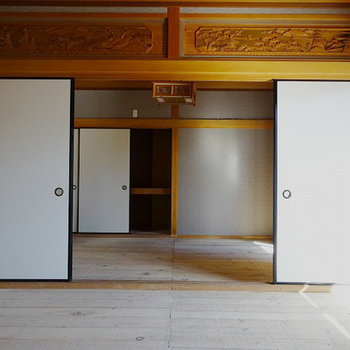 美しい欄間。こちらは和室になります