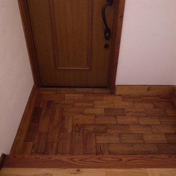 玄関。シューズボックスがありません。