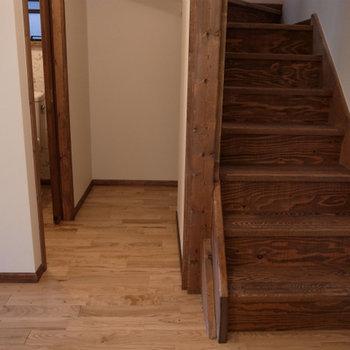 階段下のデッドスペースも収納できますよ