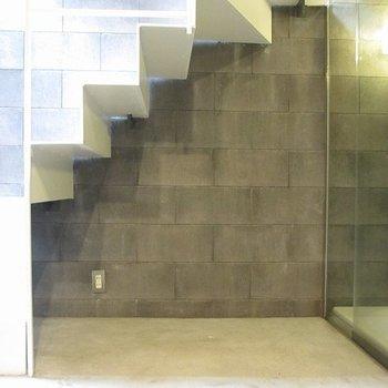 階段下のデッドスペースはうまく利用してくださいな。