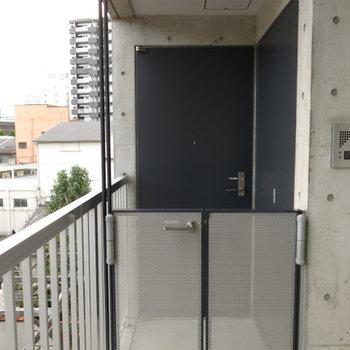 戸建て風?玄関です※写真606号室です。