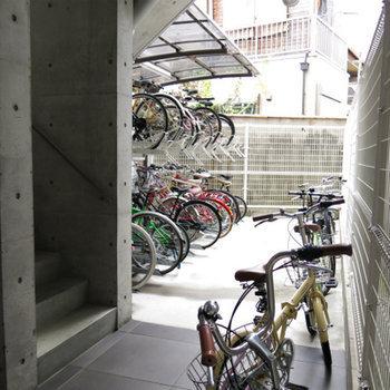 自転車は嬉しいオートロック越し