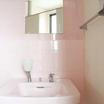 ピンクの手洗い台