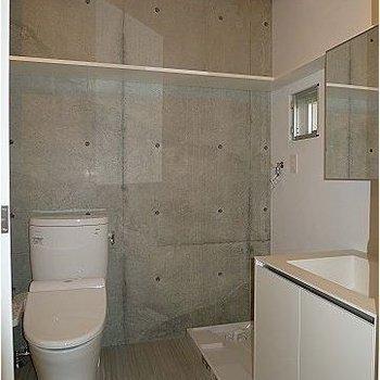 トイレと洗面台と洗濯機置き場は同スペースに。※写真は302号室