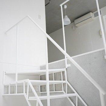 階段もおしゃれ!