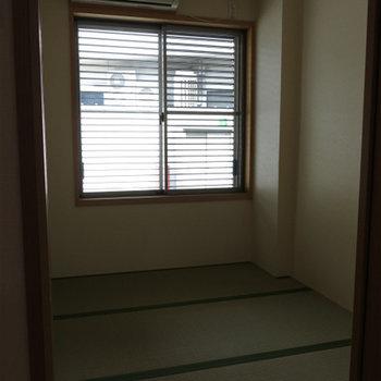 1階の和室。ここだけエアコンついてます。