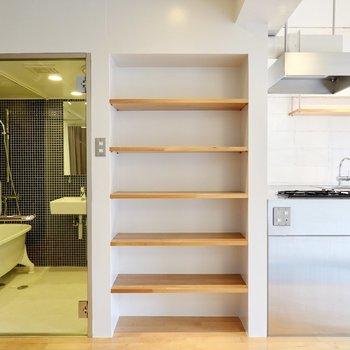 シューズラックはキッチン横に。お気に入りのシューズをたくさんコレクションしよう。