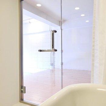 浴槽からぼんやりとお部屋を眺めて、心地良い時間を過ごしたい。