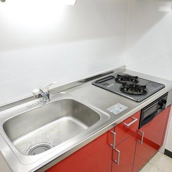 コンロは2口。シンクが広いので洗い物が一度にまとめてできます。