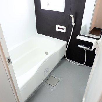 お風呂が大きいのも嬉しいポイント。窓付きで換気もしやすいんです。