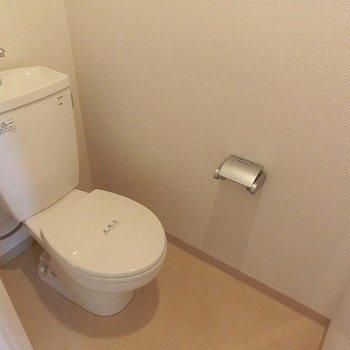 トイレ、少し広め