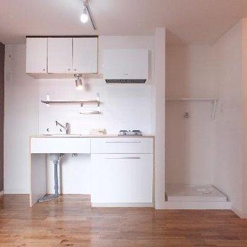 キッチン横に冷蔵庫と洗濯機置き場※前回募集時の写真です