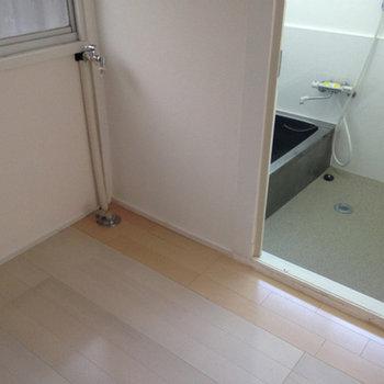 防水パンはありませんが、室内に洗濯機を置くことが出来ます。