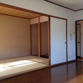 畳のお部屋とは引き込み戸で仕切れるようになっています。